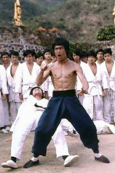 Forever Bruce Lee -the little dragon- plus Arte Bruce Lee, Bruce Lee Fotos, Bob Marley, Eminem, Karate, Martial Arts Movies, Martial Artists, Bruce Lee Pictures, Lee Movie