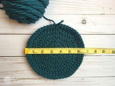 How to Size Crochet Hats + Master Beanie Pattern Basic Crochet Beanie Pattern, Crochet Basics, Easy Crochet Patterns, Crochet Stitches, Crochet Hats, Crochet Ideas, Knitting Patterns, Sombrero A Crochet, Crochet Instructions