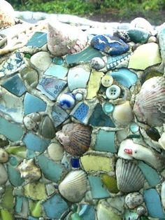 DIY Mosaic with shells, etc. Love this idea for the garden. Could make use of all those shells and sea glass I like to collect...