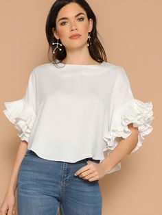 To find out about the Layered Exaggerate Flounce Sleeve Curved Hem Top at SHEIN, part of our latest Blouses ready to shop online today! Blouse Styles, Blouse Designs, Modest Fashion, Fashion Dresses, Stylish Outfits, Cute Outfits, Look Office, Looks Plus Size, Blouses For Women