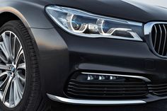 The new 2016 BMW 7 Series makes its world debut today. The brand's flagship is in its sixth generation with a new design and high tech Bmw 750i, Bmw Cars, Bmw Design, Bmw 6 Series, Benz S Class, Car Accessories, Cars And Motorcycles, Cool Cars, Dream Cars