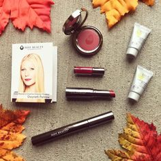 This stunning gift set from Juice Beauty shares their Creative Makeup Director stunning Gwyneth Paltrow's Top 5 makeup favorites from their phyto makeup line! This would make the perfect gift for natural beauty lovers fans of GP & anyone who loves makeup  http://liketk.it/2pG7I  Do you like makeup or skincare gifts better?  . . . . .