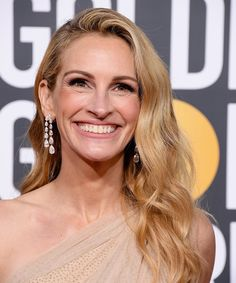 All of the best beauty looks from the 2019 Golden Globe Awards, featuring Lady Gaga, Camilla Belle and Julia Roberts, to name a few. Budget Fashion, Fast Fashion, Hollywood, Celebrity Hairstyles, Cool Hairstyles, Red Carpet Hairstyles, Classic Hairstyles, Hairdos, Brad Pitt