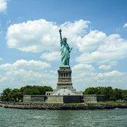 Bestill dine billetter til Frihetsgudinnen på nettet og gå forbi køen! Spar tid og penger med vår prisgaranti og få det meste ut av ditt besøk i New York!