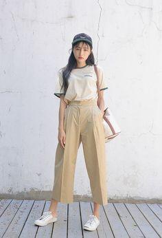 Korean Fashion Trends you can Steal – Designer Fashion Tips Korean Girl Fashion, Korean Street Fashion, Ulzzang Fashion, Korea Fashion, Asian Fashion, Daily Fashion, Teen Fashion, Fashion Outfits, Womens Fashion