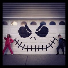 Use black trash bags and black duct tape to make your garage a Jack Skellington masterpiece :) Halloween Garage Door. Halloween Prop, Halloween Outside, Homemade Halloween, Outdoor Halloween, Diy Halloween Decorations, Holidays Halloween, Halloween Crafts, Happy Halloween, Garage Door Halloween Decor