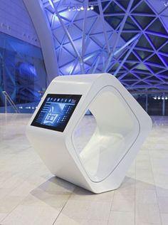 Informatiescherm van LG Hi-Macs in Westfield Shopping Centre (Londen). Gemaakt door onze partner Rosskopf und Partner AG.