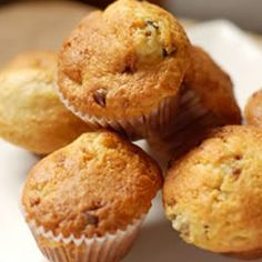 MOM IS IN THE KITCHEN: Chocolate Chip Banana Muffins