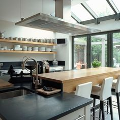 Kitchen | Step inside this contemporary arts and crafts home | House tours | Classic decorating ideas | PHOTO GALLERY | Homes & Gardens | Housetohome