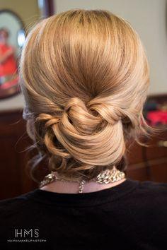 Chignon de mariage // bridal hair updo // classic bride