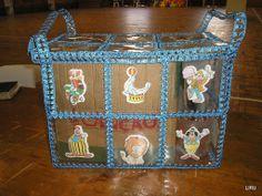 PET - Liru Recicla - Picasa Web Albums Yarn Crafts, Diy And Crafts, Recycled Bottle Crafts, Atelier Creation, Card Basket, Crochet Mandala Pattern, Bottle Bag, Craft Bags, Recycle Plastic Bottles