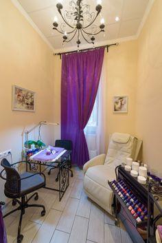Внутренний кабинет салона красоты (Маникюрный кабинет)