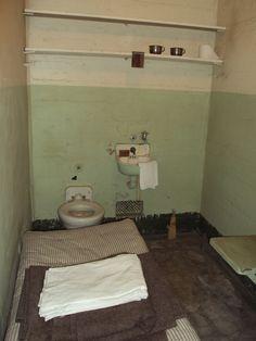 En af fangecellerne på Alcatraz - nok et af de eneste sted i SF, hvor man kan sige, farver ikke har noget at sige
