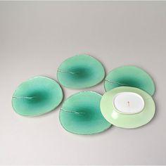 SUIRENHAGATA KUMIZARA (A set of Leaf shaped Plates with Water Lily design)