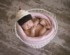 Cupcake Hat Knitting Pattern - Knit Baby Cupcake Hat - Newborn Photo Prop Pattern - Kid Cupcake Hat Pattern - Girl Hat Knitting Pattern - Baby Knitting Pattern ~~~ Mommas Cupcake Hat Pattern ~~~ ***This is a knitting pattern only, not the actual item*** Crochet Cupcake Hat, Baby Cupcake, Crochet Baby, Free Crochet, Easy Crochet, Baby Patterns, Knitting Patterns, Crochet Patterns, Knitting Ideas