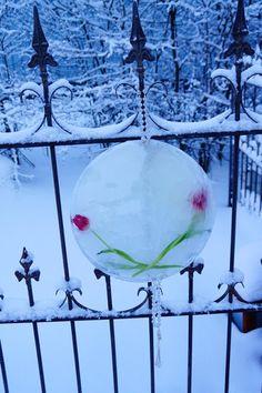 Valkoinen Puutalokoti: Jääkyntteliköt ja jäiset kukkakranssit