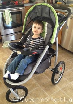 The Graco Fast Action Fold ClickConnect Jogging Stroller was so easy to put together, even my husband could do it! #GracoJogger #ad