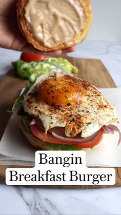 Healthy Burger Recipes, Healthy Vegetarian Breakfast, Breakfast Sandwich Recipes, Breakfast Burger, Veggie Sandwich, Vegetarian Snacks, Healthy Sandwiches, Healthy Meal Prep, Brunch Recipes