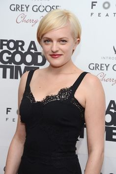 Elisabeth Moss Debuts New Short Blonde Hair!: Photo Elisabeth Moss debuts her bold new short blonde hair at the premiere of the film For a Good Time, Call on Tuesday (August at the Regal Union Square Theater in… Short Blonde, Blonde Hair, Cut Her Hair, Hair Cuts, Celebrity Hairstyles, Cool Hairstyles, Hairdos, Mad Men Actors, Elizabeth Moss