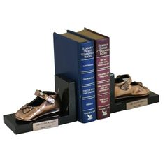 Great idea to preserve baby shoes. Bronzing babies shoes at www.bronzery.com on book ends!