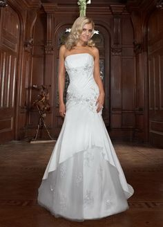 A-Line Straight Neckline Strapless with Ruffles and Lace Appliques Zipper Soft Satin and Organza Wedding Dress