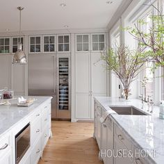 Wall of floor to ceiling cabinets in white kitchen with marble counters – Les Ensembliers, gallery: 64 Aberdeen Beach House Kitchens, Kitchen Family Rooms, New Kitchen, Kitchen Dining, Kitchen Ideas, Beautiful Kitchens, Cool Kitchens, Floor To Ceiling Cabinets, Classic White Kitchen