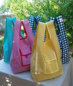 Costura facil Archives - Best Sewing Tips Bag Patterns To Sew, Sewing Patterns, My Bags, Purses And Bags, Sewing Crafts, Sewing Projects, Sewing Tips, Diy Crafts, Patchwork Bags
