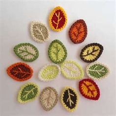 Crochet Flowers Ideas Crochet Applique Leaves With Vein. Sew these on a blanket with birds - Crochet Diy, Crochet Fall, Love Crochet, Crochet Motif, Crochet Crafts, Crochet Projects, Crochet Fruit, Crochet Bear, Appliques Au Crochet