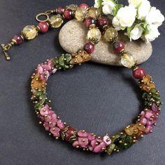 Amber Jewelry, Bead Jewellery, Stone Jewelry, Beaded Jewelry, Jewelery, Beaded Necklace, Jewelry Crafts, Jewelry Art, Jewelry Bracelets