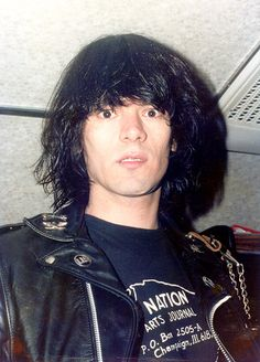 Dee Dee Ramone aka Douglas Colvin (Classic Dee-Dee-In-The-Headlights Expression) of punk rock legends The Ramones. Joey Ramone, Ramones, Punk Rock, Beatles, History Of Punk, Piskel Art, Los Rolling Stones, 70s Punk, The Jam Band