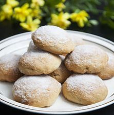 Μπισκοτάκια με βραστή ζύμη, παραδοσιακά, από τη μυροβόλο Χίο. Εύκολα, οικονομικά, γρήγορα και με μεγάλη διάρκεια ζωής Biscuit Cookies, Cookie Recipes, Hamburger, Biscuits, Lemon, Sweets, Bread, Cooking, Desserts