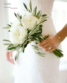 Are you after some wedding bouquet inspiration, but don't want a huge arrangement? Here are 20 small bouquet ideas for the low-key bride. wedding flowers 20 Tiny Wedding Bouquet Ideas For The Low-Fuss Bride Simple Bridesmaid Bouquets, Small Wedding Bouquets, Small Bouquet, Diy Wedding Bouquet, Diy Bouquet, White Wedding Flowers, Wedding Flower Arrangements, Bridal Flowers, Wedding Bridesmaids