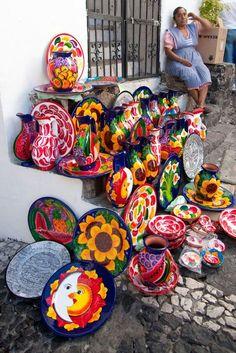 Bellas artesanías de Taxco, Guerrero, México ✿⊱╮# Cultura # Art # The colour and the Artist @ Muebles Nomad Mexico Mexican Home Decor, Mexican Crafts, Mexican Folk Art, Mexican Decorations, Mexican Colors, Art Du Monde, Mexican Heritage, Talavera Pottery, Mexico Art