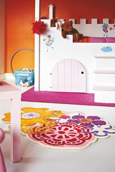 Rugs really complete any bedroom, especially when it comes to a kids bedroom. It is a space where kids can play, sleep and spend leisure time reading and other stuff. So when browsing rugs and other k Girls Bedroom, Bedroom Decor, Bedroom Ideas, Fleur Orange, Clever Kids, Princess Room, Red Rugs, Inspiration For Kids, Little Girl Rooms