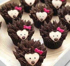 Hedgehog Cupcake, Hedgehog Birthday, Kid Cupcakes, Animal Cupcakes, Flower Cupcakes, Decorated Cupcakes, Buttercream Cake Designs, Buttercream Cupcakes, Cupcake Art