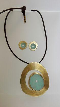 Colgante largo y pendientes Washer Necklace, Jewelry, Ear Jewelry, Pendants, Jewelery, Jewellery Making, Jewlery, Jewerly, Fine Jewelry