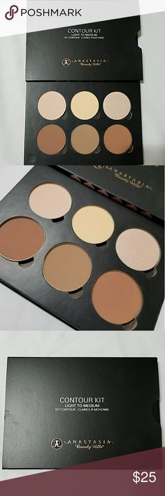 Anastasia contour kit Only used twice.pretty much new..its a light to medium shade Anastasia Beverly Hills Makeup