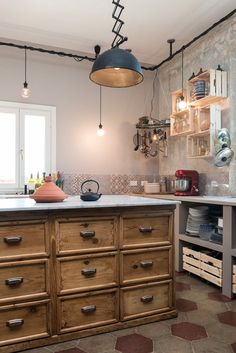View full picture gallery of Appartamento Ostiense, Roma Rustic Kitchen Island, Industrial Style Kitchen, Industrial Interior Design, Country Kitchen, New Kitchen, Kitchen Dining, Kitchen Decor, Rustic Industrial, Cottage Kitchens