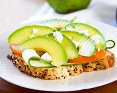 Tartine détox à l'avocat et fromage frais 0% : http://www.fourchette-et-bikini.fr/recettes/recettes-minceur/tartine-detox-lavocat-et-fromage-frais-0.html