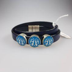 Armband aus feinsten Rindsleder mit 3 Zierelementen, versilbert mit Intarsien.