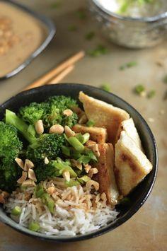 Crispy Tofu Rice Bowl  http://veganrecipepins.com/crispy-tofu-rice-bowls/