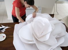Giant paper flower ~ so making this for pre prom!!