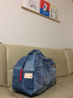 9 Tips for knitting – By Zazok Big Tote Bags, Denim Tote Bags, Fabric Bags, Denim Fabric, Mochila Jeans, Denim Crafts, Diy Purse, Recycled Denim, Old Jeans