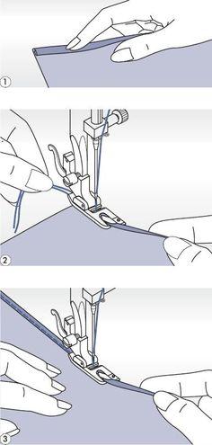 Patka pro lemování  Na lemy u jemné nebo průsvitné látky.   Použijte patku pro lemování.   Volič tvaru stehu nastavte na přímý steh .   Začistěte okraj látky. Na začátku lemu zahněte pod okraj látky asi dvakrát 3 mm a přichyťte přešitím 4-5 stehy. Nit vytáhněte zlehka dozadu. Zapíchněte jehlu do látky, zvedněte patku a záhyb zaveďte do rolovací části patky.   Okraj látky zlehka přitáhněte k sobě a snižte šicí patku. Začněte šít a látku veďte v rolovací části patky – držte ji nahoru a