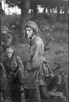 Normandie, Fallschirmjäger - Category:Battle of Normandy - Wikimedia Commons Narvik, Luftwaffe, Paratrooper, German Soldiers Ww2, German Army, Military Photos, Military History, World History, World War Ii