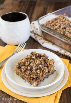 Chocolate Chip Banana Streusel Baked Oatmeal - bananas, oats, & chocolate make a delicious breakfast. Add some honey and milk for an awesome recipe combo! Oats Recipes, Banana Recipes, Cookie Recipes, Healthy Recipes, Chocolate Roll Cake, Mini Chocolate Chips, Old Fashioned Oats Recipe, Baked Oatmeal, How To Make Breakfast