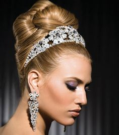 wedding hairstyles with tiara updos
