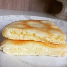 Pão de queijo de frigideira 1 ovo 2 colheres de sopa de polvilho doce 1 colher de sopa de cottage ou 1 fatia de queijo branco Tempero a gosto