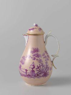 anoniem   Part of a coffee and tea service, attributed to Manufactuur Oud-Loosdrecht, c. 1774 - c. 1778   Kan met deksel van porselein. Beschilderd in bietenrood op een lichtrose fond, met figuren in een rivierlandschap, met gebouwen en ruines.