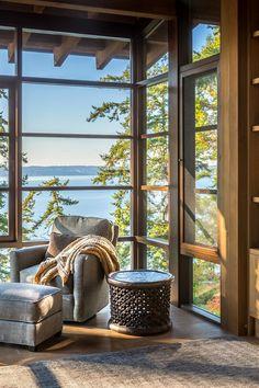 Cette maison en bois regarde la baie de Seattle par ses larges fenêtres - PLANETE DECO a homes world